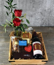 A fusion of classic and modern flavors paired with classic colors of love come together in our Love That Red Gift Set. A bottle of 2010 Mario Perelli Minetti Cabernet is nestled with our signature fresh rose arrangement, gourmet SF Charles chocolates and caramels, fruit trail mix and caramel popcorn.
