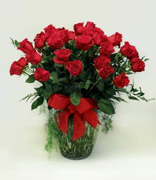 60 Luxurious Roses in Vase